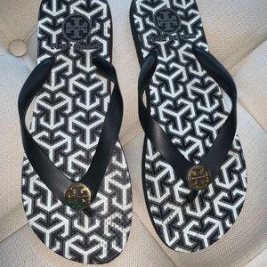 Tory Burch Shoes - 😎 Tory Burch flip flops 😎